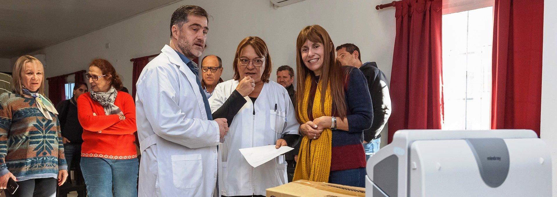 - El Ministerio de Salud de Entre Ríos adquirió cuatro respiradores y un ecógrafo para el hospital materno infantil San Roque de Paraná; Los aparatos ya están en funcionamiento en el servicio de Terapia Intensiva y en la guardia de Obstetricia; Se trata de una inversión aproximada de 900 mil pesos