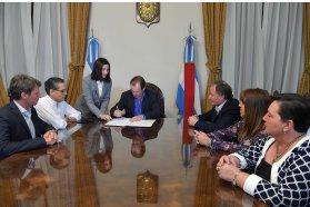 Se firmó el contrato para la construcción de la escuela Domingo French de La Paz