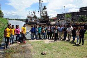 Alumnos de la escuela del Puerto Nuevo de  Paraná botaron la embarcación que construyeron