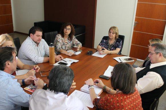 Educación y los gremios acordaron trabajar sobre la salud laboral de los docentes