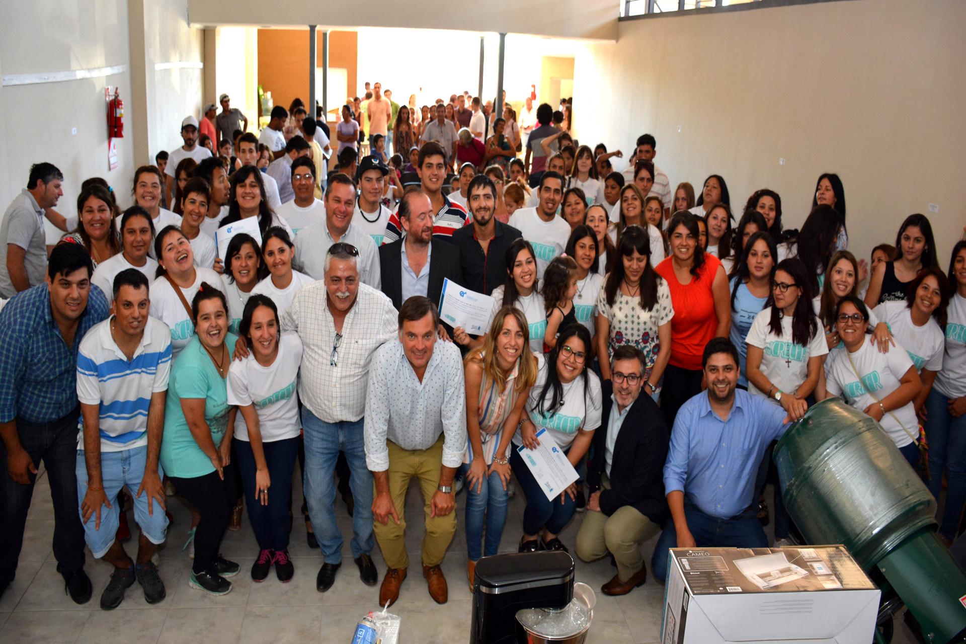 .Se entregaron herramientas a jóvenes de San Salvador y General Campos que finalizaron el Crecer.