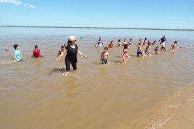 La escuela nina de Villa Urquiza se abrió a la comunidad y los chicos disfrutan de las acciones de verano