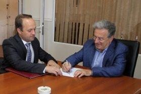 Se rubricó el contrato de la obra para la Escuela Secundaria N° 2 José Gervasio Artigas