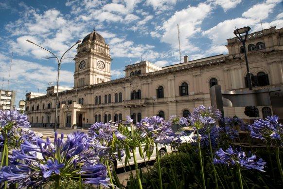 Se licitó la puesta en valor de la fachada de Casa de Gobierno