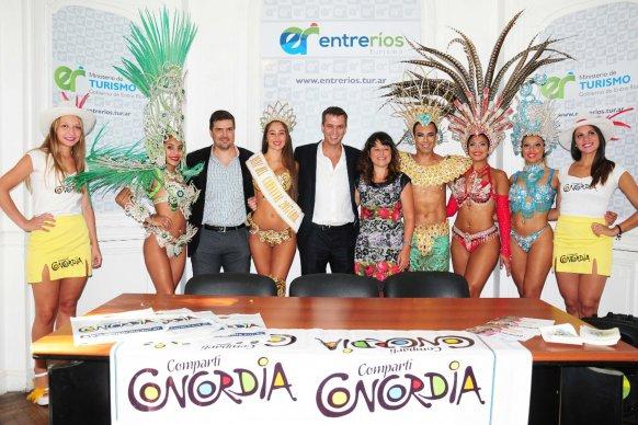 Se presentó el carnaval de Concordia en la ciudad de Paraná