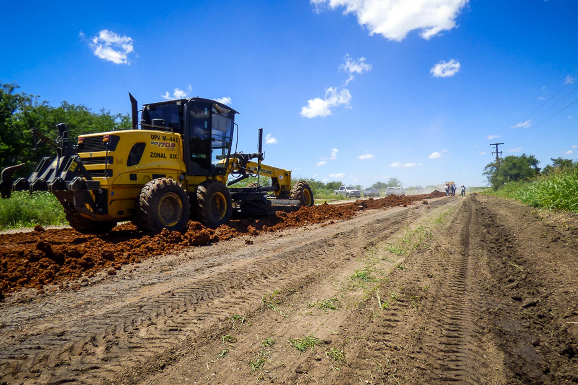 .Continúa la recuperación de la ruta 20 desde Villaguay hacia Federal.