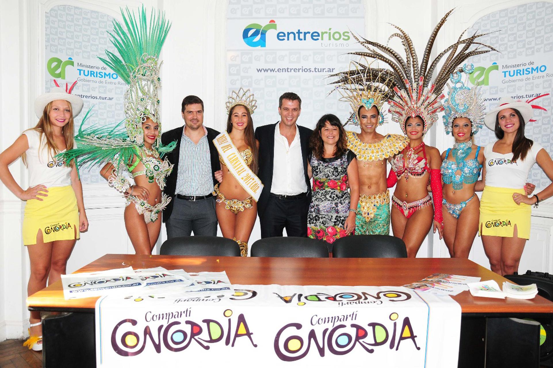 .Se presentó el carnaval de Concordia en la ciudad de Paraná.