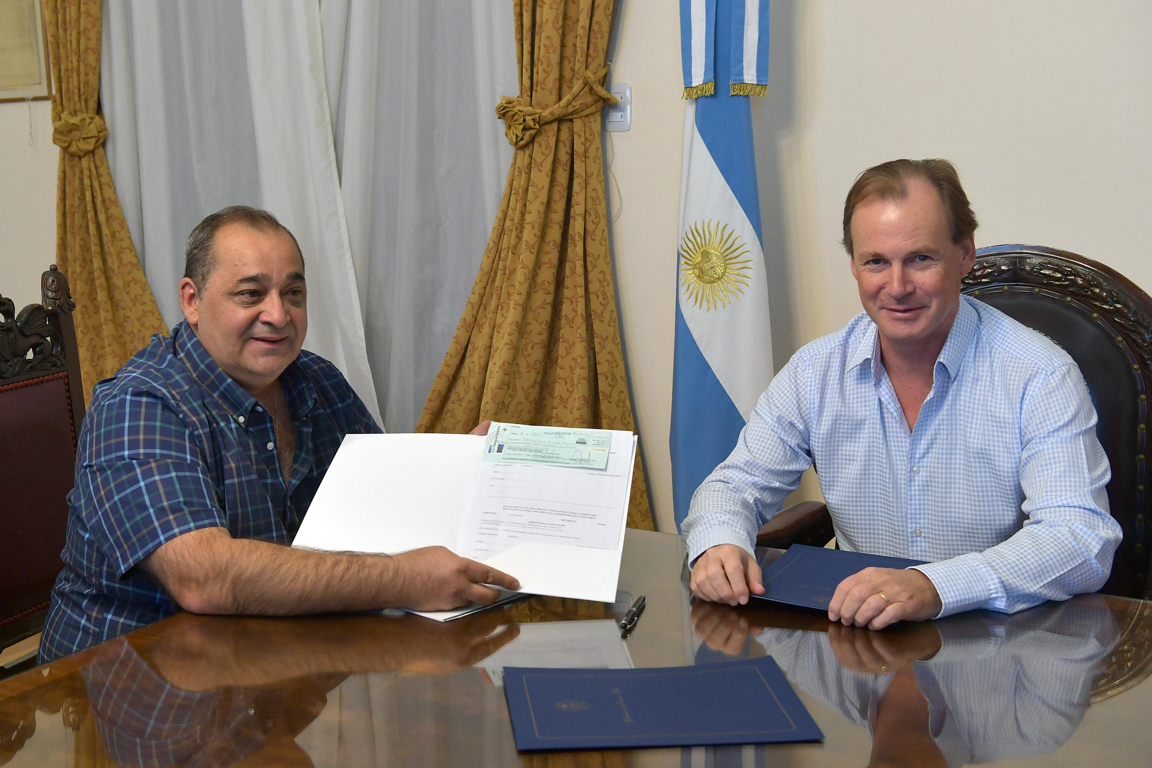 .Aportes del gobierno para dos importantes obras en Santa Elena.