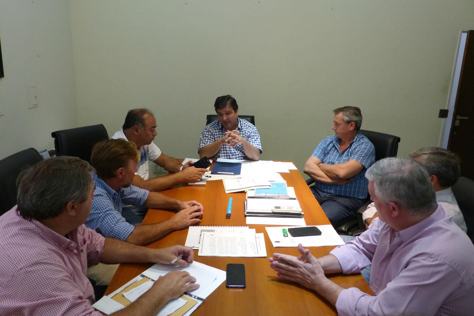 .Gestionan la construcción de nuevas viviendas para el departamento Uruguay.
