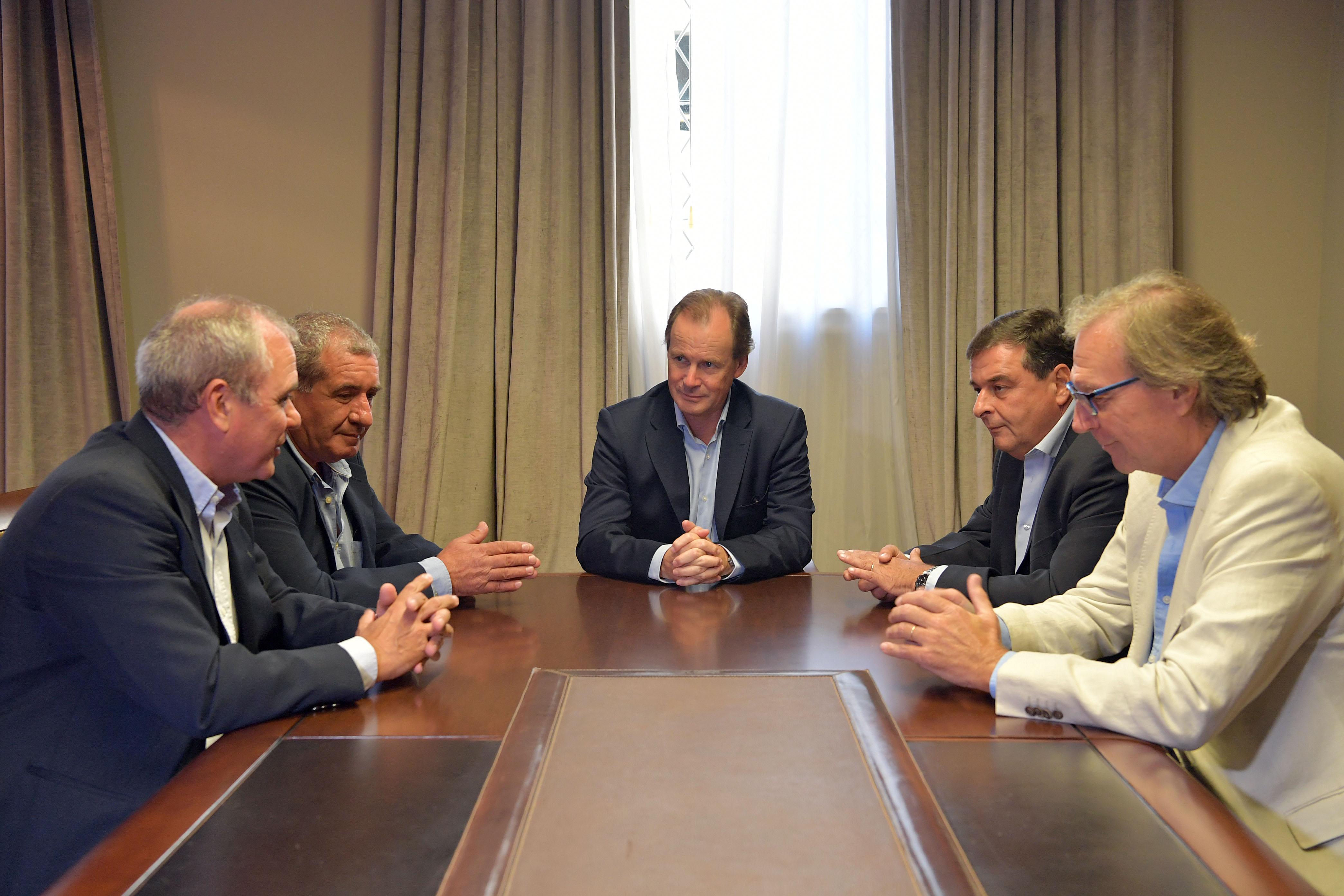 .Bordet acordó con empresarios turísticos una millonaria inversión en Colón.