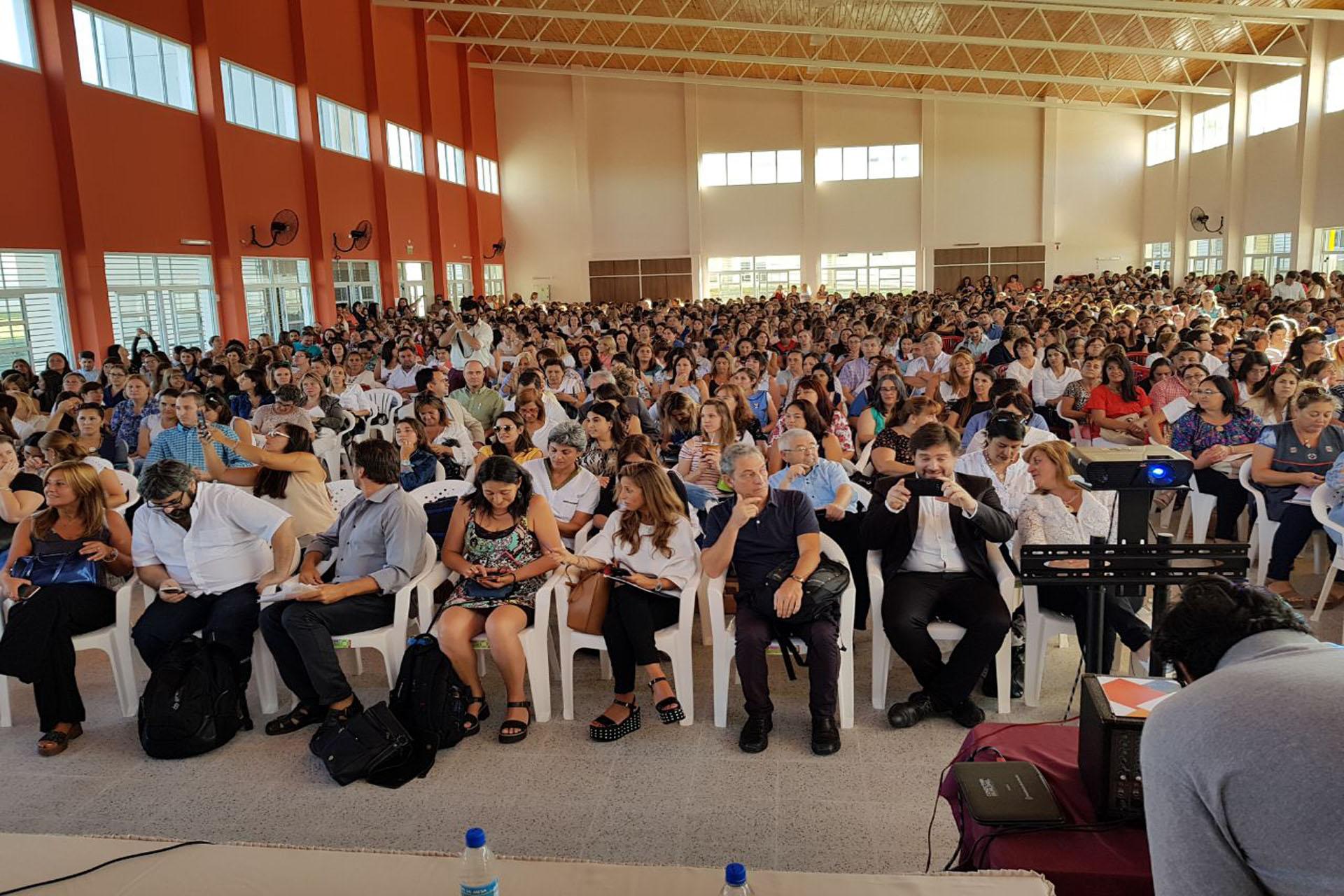 .Más de 1600 docentes se capacitaron en Gualeguaychú en las Jornadas regionales de Educación.