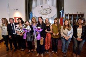 Revalorizan la historia de mujeres en   retratos  expuestos en Casa de Gobierno