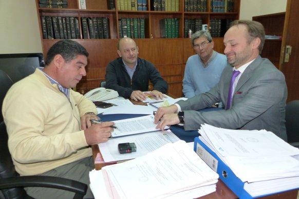Se rubricó el contrato para construir 18 nuevas viviendas para docentes en Chajarí