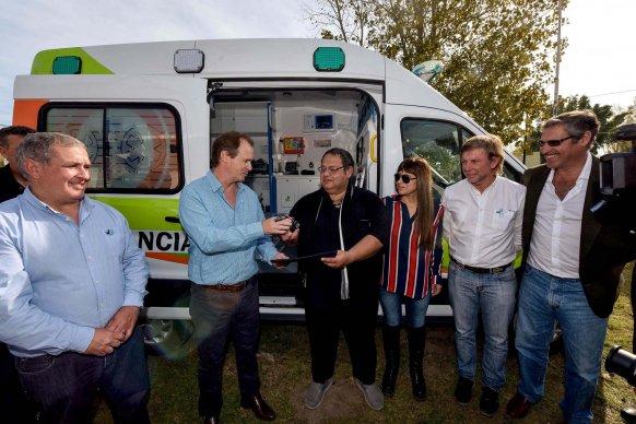 El gobierno ya entregó 10 nuevas ambulancias de las 20 compradas