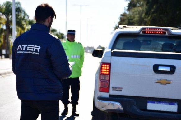 La provincia controla vehículos y concientiza sobre el cumplimiento para el financiamiento de obras