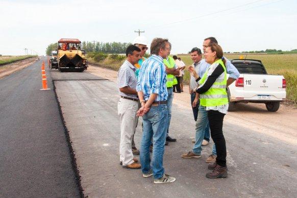 Se trabaja en la pavimentación del acceso a San Antonio