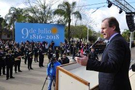 El gobernador conmemoró el Día de la Independencia con un llamado a trabajar en conjunto
