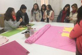 Estudiantes y docentes de escuelas técnicas  se capacitaron en producción de indumentaria adaptada