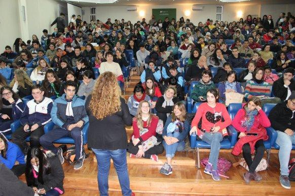 Tutores, preceptores y estudiantes participaron de una jornada informativa sobre consumos problemáticos