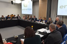 Bordet evaluó con su gabinete el cumplimiento del plan de obras en la provincia