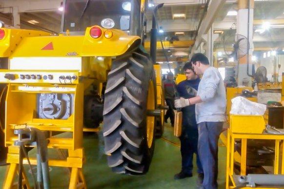 Brindaron capacitación a trabajadores Viales sobre uso y manejo de tractores Pauny