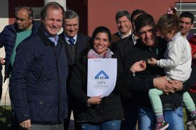 """""""La vivienda es un derecho constitucional"""", afirmó Bordet"""