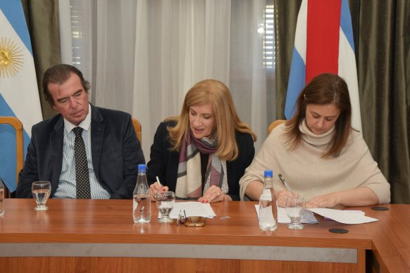 Se firmó un convenio con Nación para el uso de pulseras duales en caso de violencia