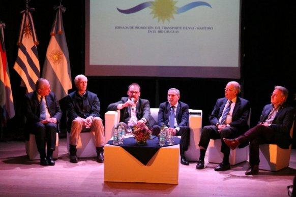 Se realizó la I Jornada de Promoción del Transporte Fluvio Marítimo en el río Uruguay