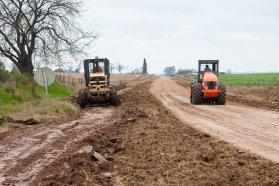 Trabajan en la recuperación y conservación de caminos de zonas rurales del departamento Gualeguay