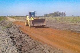 Vialidad continúa con el mantenimiento y reparación de caminos en zonas rurales