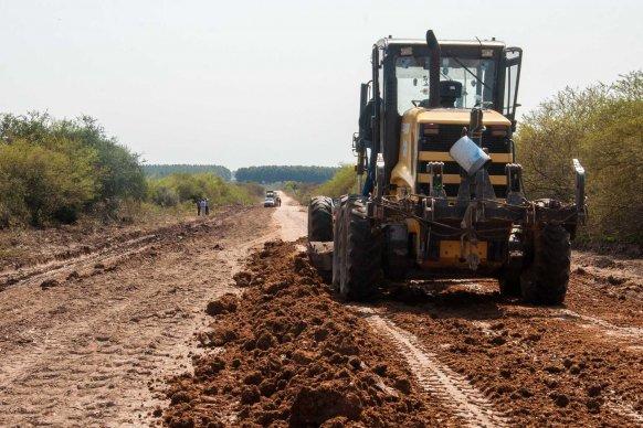Avanza la reconstrucción del camino que une Nueva Escocia con Puerto Yerúa