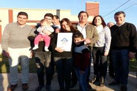 La provincia sorteará 10 viviendas para docentes que ejecuta en Gobernador  Mansilla