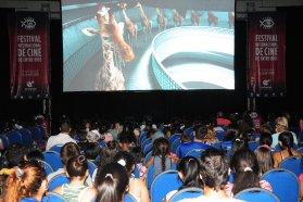 _Más de 700 gurises de Paraná y La Paz disfrutaron la proyección de cortos infantiles en la pantalla grande