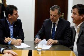 El gobierno provincial firmó un acuerdo para construir 500 viviendas en Paraná