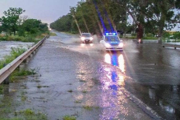 Debido a las intensas lluvias piden circular con precaución por la red vial entrerriana