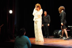 A sala llena se presentó Leonor Benedetto en La Vieja Usina