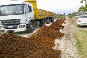 La DPV refuerza tareas de conservación de caminos en el departamento Federación