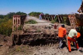 Continúan las tareas de mantenimiento del puente aliviador en Don Cristóbal 1º en el departamento Nogoyá