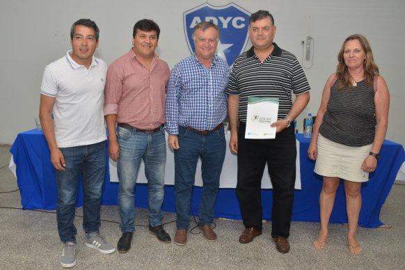 El gobierno entregó aportes a entidades deportivas de Crespo