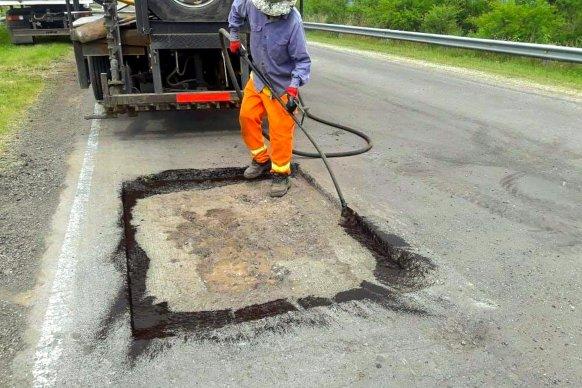 La provincia ejecuta tareas de bacheo en el acceso a Ibicuy