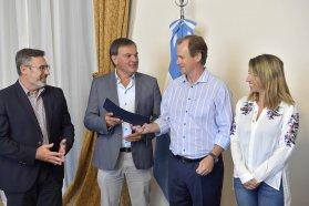 Bordet entregó un aporte de 1,2 millones de pesos para reparar daños de la tormenta en San Salvador
