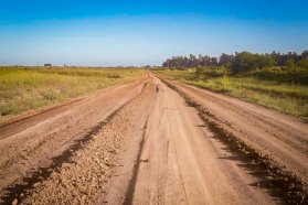 Vialidad avanza con las tareas de conservación de caminos en toda la provincia