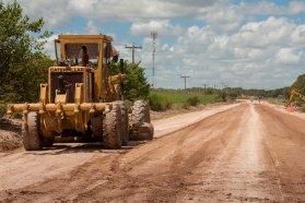 Con fondos provinciales avanza la pavimentación desde Oro Verde a Tezanos Pinto