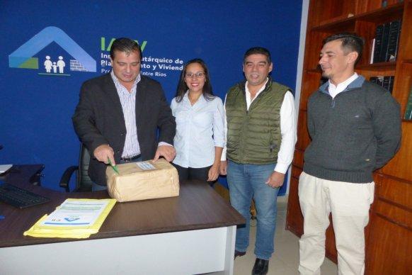 Se licitaron 24  nuevas viviendas en San Salvador con recursos provinciales