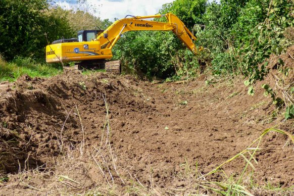 Realizan trabajos de saneamiento en el ingreso alternativo a Puerto Alvear