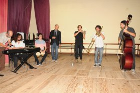 Concierto didáctico de la orquesta Cunumí en la Escuela Hogar