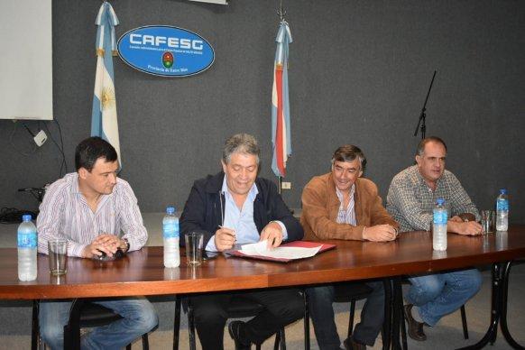 Firman contrato para el inicio de la obra del barrio Pompeya Sur de Concordia