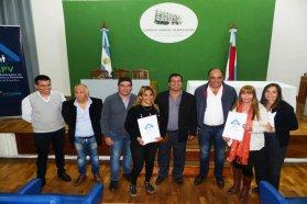 Más de 500 familias de Paraná recibieron las escrituras de sus viviendas sociales
