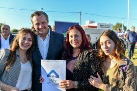El gobierno provincial entregó viviendas a docentes en Paraná