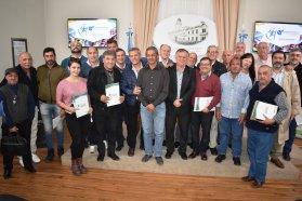 Se entregaron fondos a asociaciones de básquet y ligas de fútbol